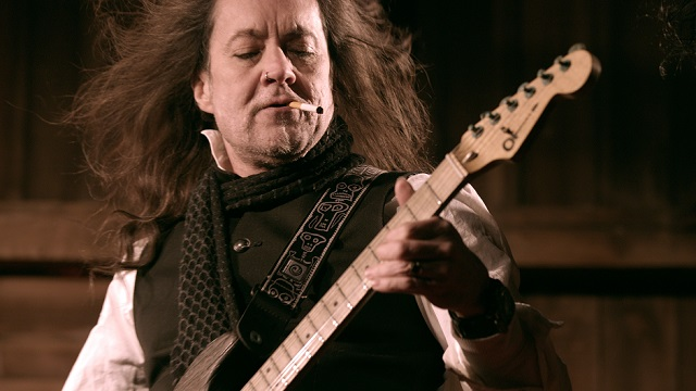 "JAKE E. LEE – ""I Would Like My Name On The Songwriting Credits For Bark At The Moon"""