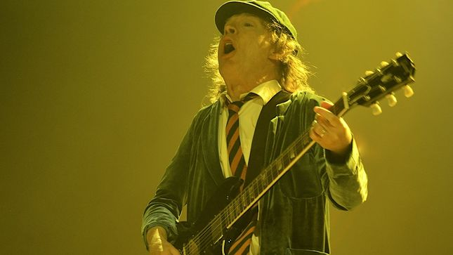 AC/DC –  Angus And Axl Rock Cleveland!