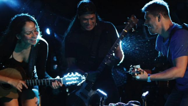 Robert Trujillo Performs METALLICA Medley With RODRIGO y GARBRIELA At Red Rocks; Video