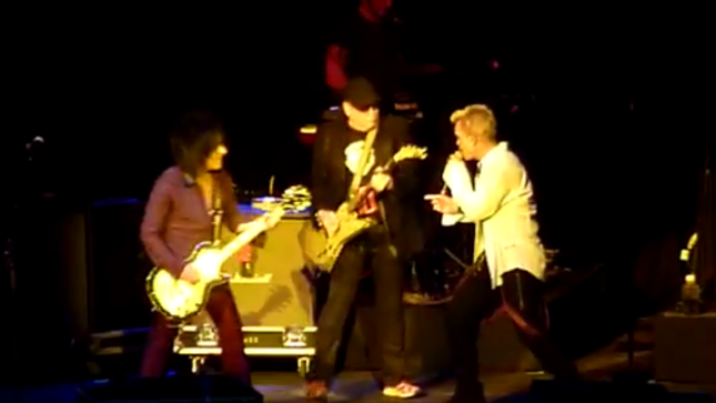 """BILLY IDOL Performs THE DOORS Classic """"L.A. Woman"""" With Members Of CHEAP TRICK Live In Melbourne; Fan-Filmed Video Online"""