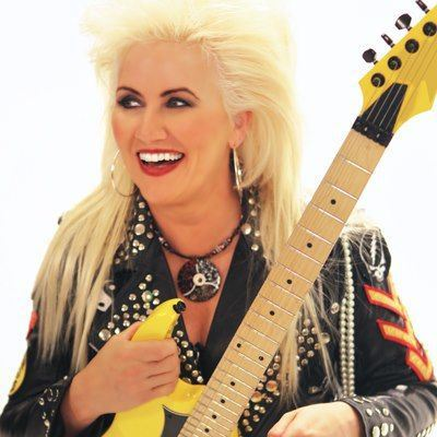 "Guitarist JENNIFER BATTEN - ""I Just Spent A Lot Of Time Being Stunned"""