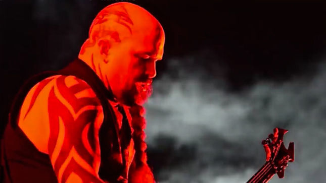 "SLAYER Guitarist KERRY KING - ""We're Compared To AC/DC All The Time"""