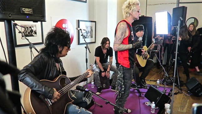 sixx a m perform unplugged for paris station oui fm video streaming. Black Bedroom Furniture Sets. Home Design Ideas