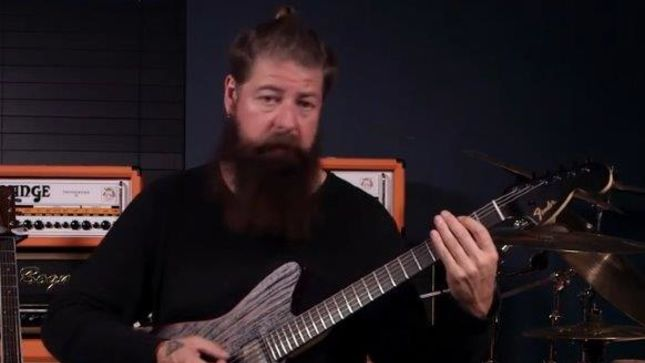SLIPKNOT Guitarist JIM ROOT Gives Lessons For