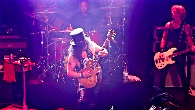 GUNS N' ROSES - Watch SLASH's Opening Solo From Historical 2016 Reunion Show At The Troubadour; Video