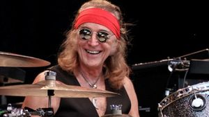 "FOGHAT Drummer ROGER EARL Talks Jamming With JIMI HENDRIX, Longevity Of Classic Song ""Slow Ride"""