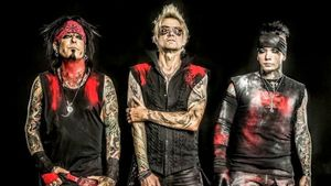 "SIXX:A.M. - New Acoustic Versions Of ""Prayers For The Damned"" and ""Rise"" Streaming"