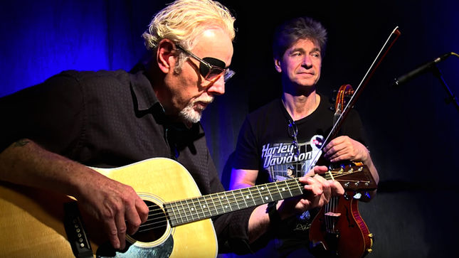 "KANSAS Perform Acoustic Version Of ""Dust In The Wind"" On Nights With ALICE COOPER; Video Streaming"
