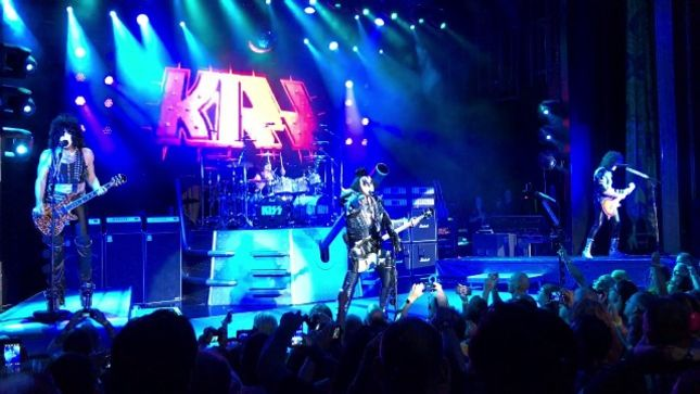 """KISS Perform GENE SIMMONS Solo Cut """"Radioactive"""" On KISS Kruise VI; Fan-Filmed Video Posted"""