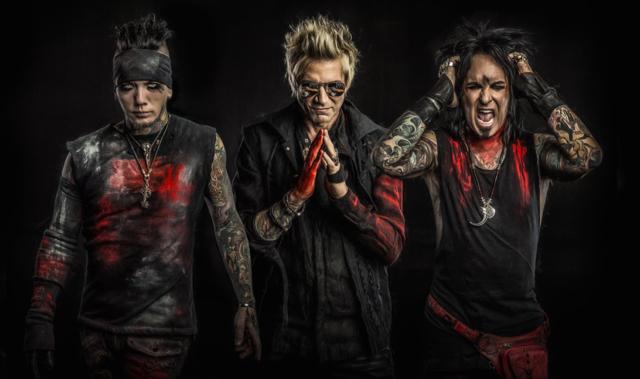 Rock Reviews dirt image: http://bravewords.com/medias-static/images/news/2016/sixxambandmarch.jpg