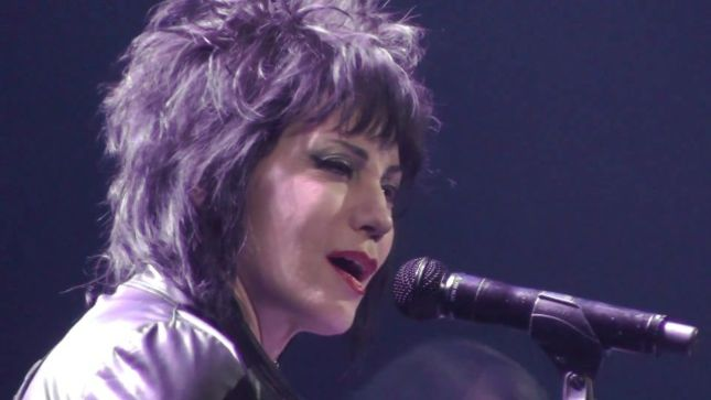 JOAN JETT Performs With TRANS-SIBERIAN ORCHESTRA On Stage ...