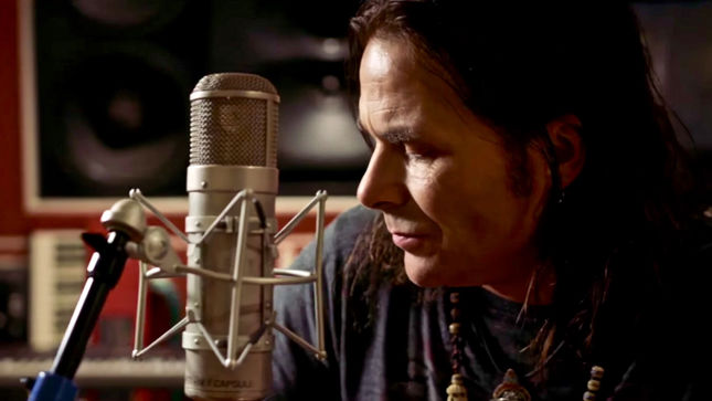 "Former WHITE LION Singer MIKE TRAMP Premiers ""Coming Home"" Music Video"