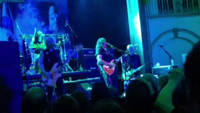 "ACE FREHLEY Performs KISS Classic ""Cold Gin"" With PEARL JAM Guitarist MIKE McCREADY In Seattle; Video Available"