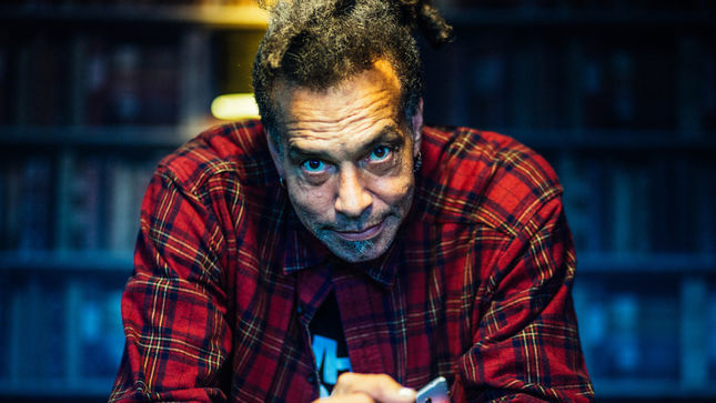 PRIMITIVE RACE Add Former FAITH NO MORE Singer CHUCK MOSLEY, MELVINS Drummer DALE CROVER To Lineup; New Album Due This Fall
