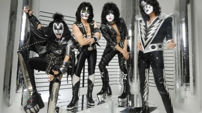 KISS - Fan-Filmed Video From Oregon Military Museum Fundraiser Surprise Performance Posted