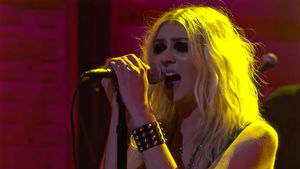 "THE PRETTY RECKLESS Perform ""Take Me Down"" On Conan; Video Streaming"