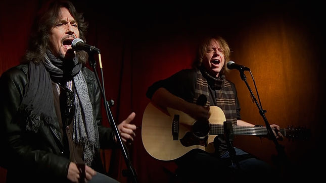 "FOREIGNER's KELLY HANSEN And JEFF PILSON Perform ""Feels Like The First Time"" On Nights With ALICE COOPER; Video"