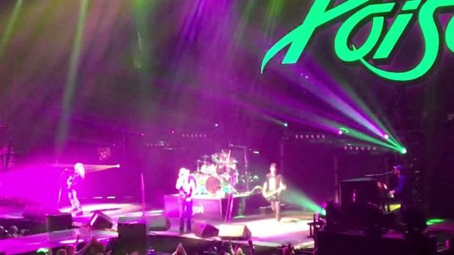 poison fan filmed video from first show on def leppard tour posted. Black Bedroom Furniture Sets. Home Design Ideas