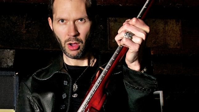 "MR. BIG Guitarist PAUL GILBERT Talks Playing Technique - ""We Gotta Do It For Chuck Berry; When You're Rocking That Hard, You Don't Even Need Distortion!"" (Video)"