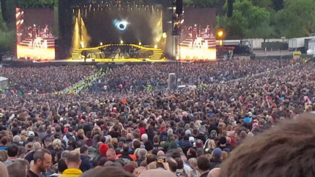 Guns n 39 roses pay tribute to chris cornell with - Guns n roses madison square garden 2017 ...