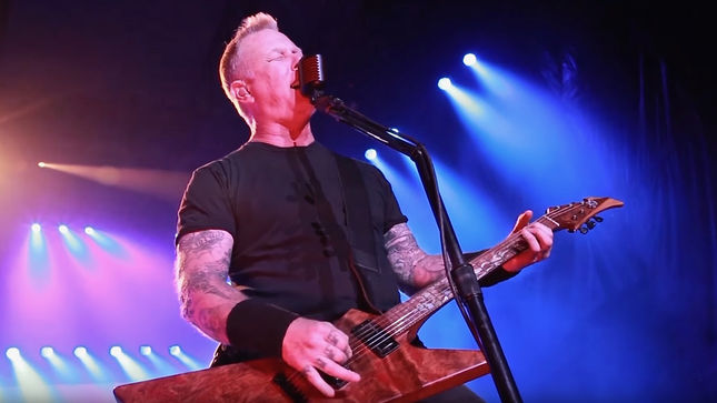"METALLICA Pay Tribute To VAN HALEN At Pasadena Show With ""Runnin' With The Devil"" Jam; Pro-Shot Video Available"