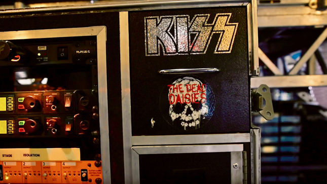 "KISS Guitar Tech MARK NEWMAN Discusses TOMMY THAYER's Rig - ""Try Running A Wah Pedal With Those Boots!""; Video"