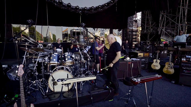 david gilmour streaming excerpt of european tour documentary 2016 from live at pompeii release. Black Bedroom Furniture Sets. Home Design Ideas