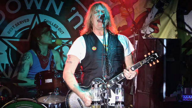 down n 39 outz featuring def leppard singer joe elliott release official live video for storm