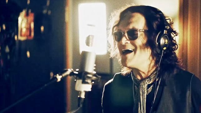 "BLACK COUNTRY COMMUNION Debut ""Over My Head"" Music Video"