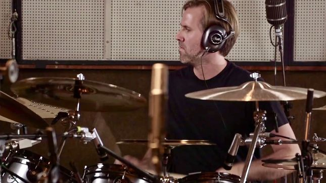 AVENGED SEVENFOLD Drummer BROOKS WACKERMAN Schedules Late Night With Seth Meyers Residency In December