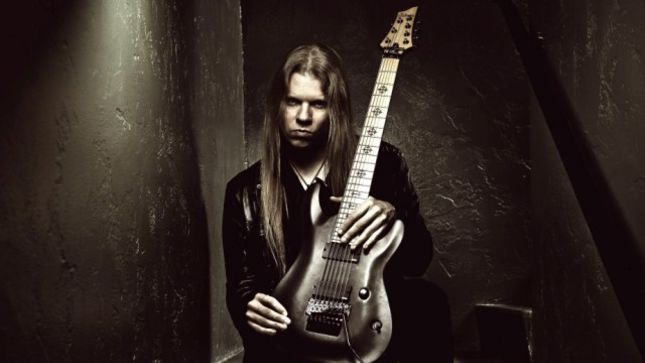 "ARCH ENEMY - Gear Talk With Guitarist JEFF LOOMIS: ""I Don't Like To Mess Around With Too Many Effects; I'm Boring"""