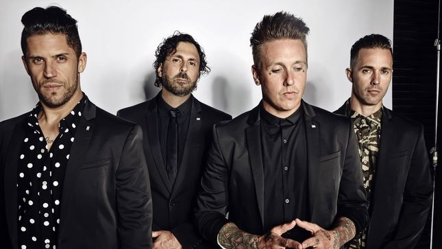 "PAPA ROACH Announces 2018 North American Headline Tour With NOTHING MORE, ESCAPE THE FATE; Official Live Video For ""Born For Greatness"" Posted"