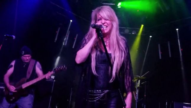 "VIXEN Vocalist JANET GARDNER Performs Solo Show In Hollywood; Fan-Filmed Video Of ""Rat Hole"" Posted"