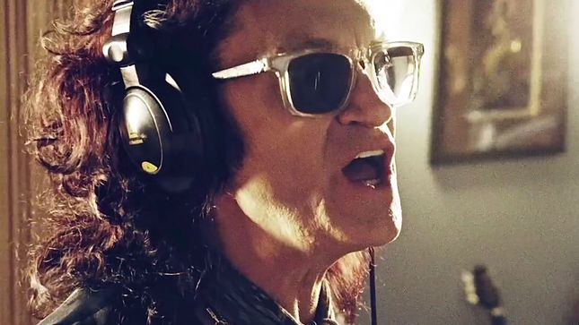 "BLACK COUNTRY COMMUNION Debut ""Love Remains"" Music Video"