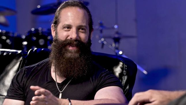 "DREAM THEATER Guitarist JOHN PETRUCCI On STEVE VAI - ""He Approaches Everything That He Does In Such A Unique And Original Way... I Don't Think He'll Ever Run Out Of Ideas""; Video"