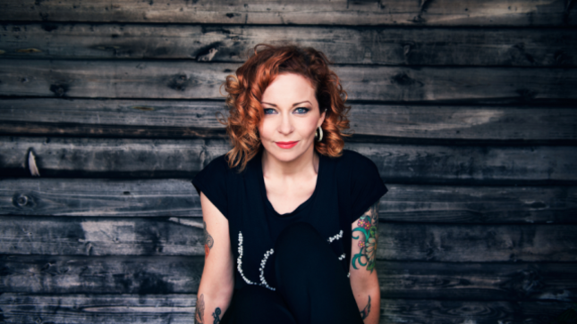 ANNEKE VAN GIERSBERGEN Performs Acoustic Cover Of KATE BUSH