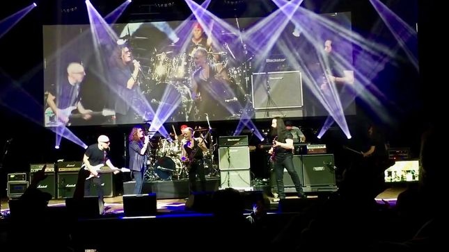 GLENN HUGHES, CHAD SMITH Guest At Los Angeles G3 Show Alongside JOE SATRIANI, PHIL COLLEN, JOHN PETRUCCI; Video Streaming