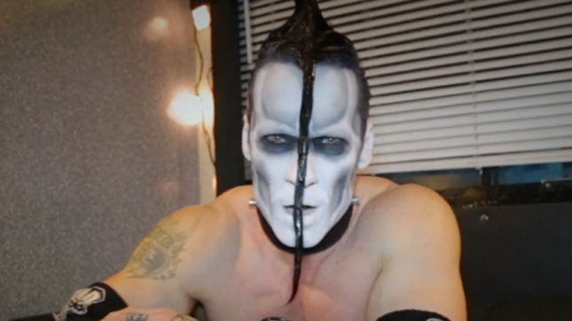 "MISFITS Guitarist DOYLE Admits ""I'm A Perfectionist"" In New Video Interview"