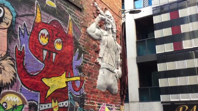 AC/DC - Giant Sculpture Of Late Vocalist BON SCOTT Unveiled In Melbourne; Video