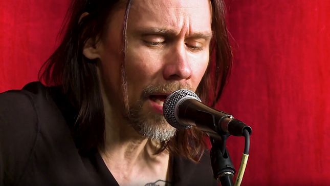 MYLES KENNEDY Performs Acoustic Rendition Of