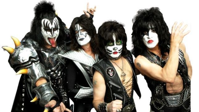 "KISS Frontman PAUL STANLEY - ""If You're Looking For Your Band To Be Your Family, You're Better Off Finding Someone To Marry"""