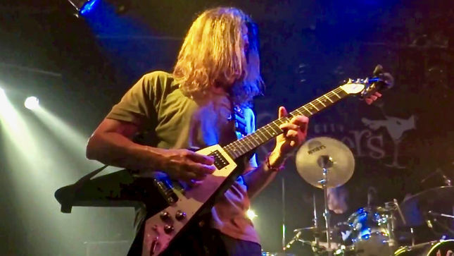 "Former MEGADETH Guitarist JEFF YOUNG, Vocalist SHERRI KLEIN And Friends Cover THIN LIZZY's ""Don't Believe A Word"" Live And Unrehearsed (Video)"