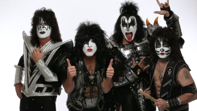 "GENE SIMMONS Addresses KISS ""End Of The Road"" Rumours - ""The Band Doesn't Want To Stay On Stage A Day Longer Than When We Feel Valid"""
