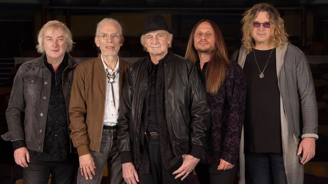 "Drummer ALAN WHITE Never Expected To Last This Long In YES - ""Forty-Six Years Later I'm Sitting In The Same Spot!"""