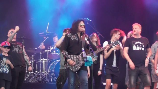 GENE SIMMONS Performs At Gröna Lund In Stockholm; Fan-Filmed Video Posted