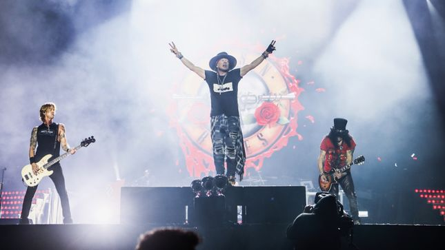 GUNS N' ROSES Share Behind-The-Scenes Video From European Tour