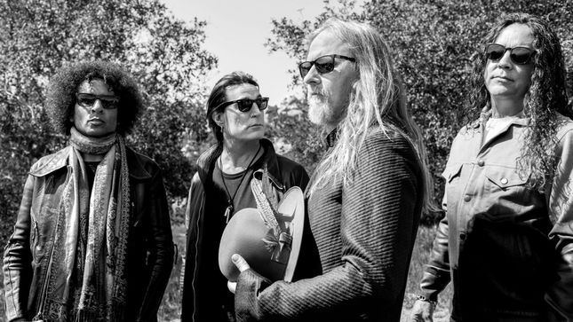 "ALICE IN CHAINS Share New Song ""Never Fade""; Audio"
