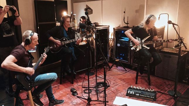 DEF LEPPARD Debuts Spotify Singles Recording Session