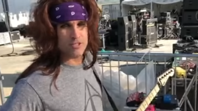 STEEL PANTHER Guitarist SATCHEL Demos New Pussy Melter Pedal; Video