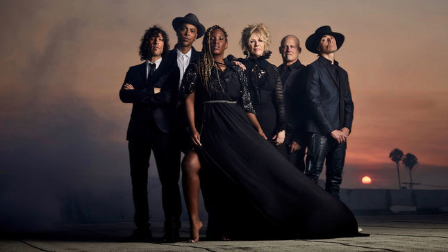 "HEART Guitarist NANCY WILSON Talks ROADCASE ROYALE Bandmates And Music - ""Together, We Kind Of Make The Rock And Soul Thing"""